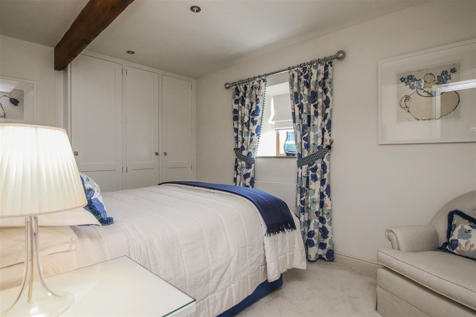 5 Bedroom Semi-detached House For Sale - 16.JPG